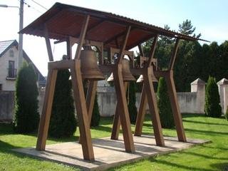 Dzwonnica w Poznowicach.jpeg