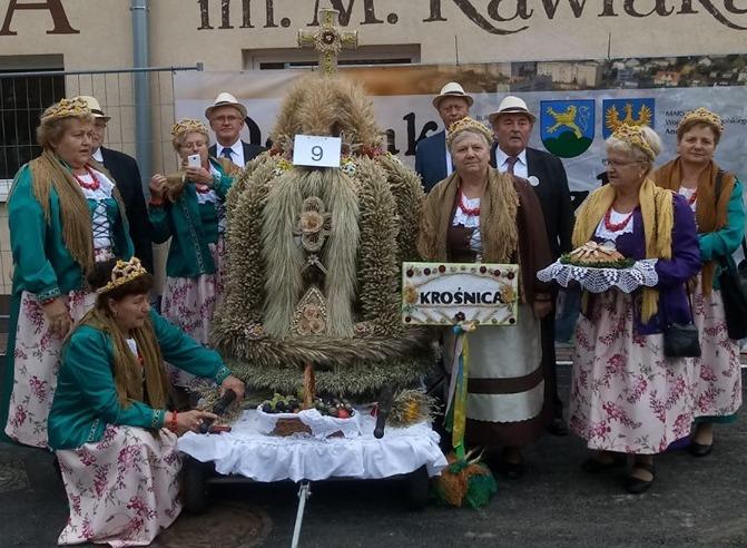 Delegacja z Krośnicy na Dożynkach Wojewódzkich.jpeg